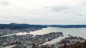 Puesta del sol sobre los fiordos. Bergen, Noruega. TimeLapse metrajes