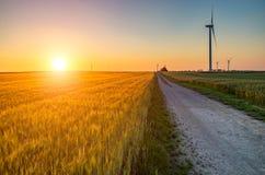Puesta del sol sobre los molinoes de viento Imágenes de archivo libres de regalías
