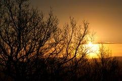 Puesta del sol sobre los picos Fotos de archivo