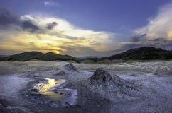 Puesta del sol sobre los volcanes Imagen de archivo