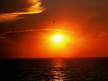 Puesta del sol sobre móvil Imagenes de archivo