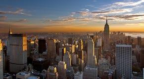 Puesta del sol sobre Manhattan Imágenes de archivo libres de regalías