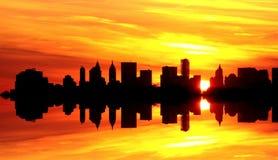 Puesta del sol sobre New York City Fotos de archivo libres de regalías