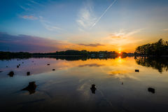 Puesta del sol sobre normando del lago del parque de Parham, en Davidson, coche del norte fotografía de archivo