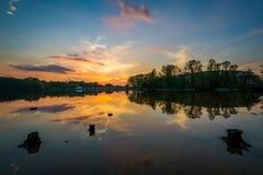 Puesta del sol sobre normando del lago del parque de Parham, en Davidson, coche del norte imagen de archivo libre de regalías