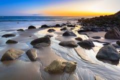 Puesta del sol sobre Océano Atlántico en la isla de Gran Canaria Foto de archivo