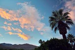 Puesta del sol sobre Palm Springs Fotos de archivo libres de regalías
