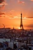 Puesta del sol sobre París Imagen de archivo libre de regalías