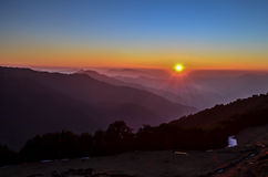 Puesta del sol sobre poco Himalaya Imágenes de archivo libres de regalías