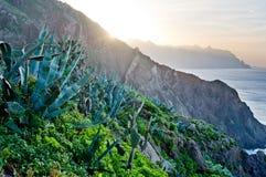 Puesta del sol sobre pueblos en las islas Canarias, Tenerife Imagenes de archivo