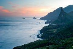 Puesta del sol sobre pueblos en las islas Canarias, Tenerife Imágenes de archivo libres de regalías