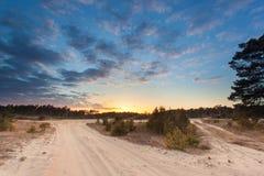 Puesta del sol sobre reserva de naturaleza de la arena de deriva de Stroese Zand Foto de archivo