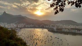 Puesta del sol sobre Rio de Janeiro imagenes de archivo