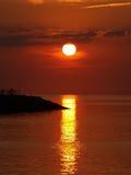 Puesta del sol sobre sonido Imagen de archivo