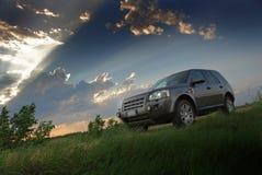 Puesta del sol sobre SUV Fotografía de archivo libre de regalías