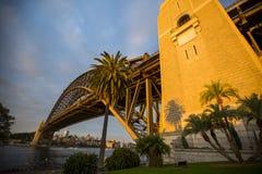 Puesta del sol sobre Sydney Harbour Bridge Imagenes de archivo