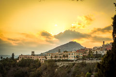 Puesta del sol sobre Taormina, Sicilia, Italia Imagen de archivo