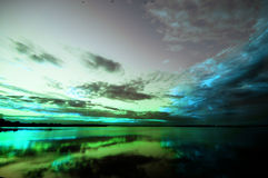 Puesta del sol sobre un lago Fotografía de archivo