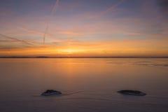 Puesta del sol sobre un lago del icey foto de archivo libre de regalías