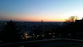 Puesta del sol sobre una París hivernal Fotos de archivo libres de regalías