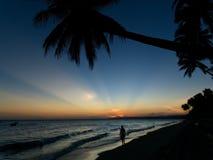 Puesta del sol sobre una playa en Mui Ne fotos de archivo libres de regalías