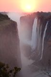 Puesta del sol sobre Victoria Falls Imagen de archivo