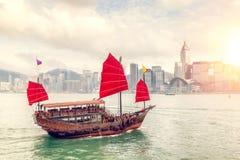 Puesta del sol sobre Victoria Harbour en Hong Kong Fotografía de archivo