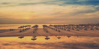 Puesta del sol soleada en la costa de Mallorca fotos de archivo libres de regalías