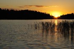 Puesta del sol sueca idílica Foto de archivo