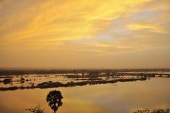 Puesta del sol surrealista sobre el río Niger Imagen de archivo libre de regalías