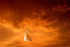 Puesta del sol tempestuosa colorida ilustración del vector