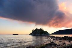 Puesta del sol tempestuosa del parque de Whytecliff Fotografía de archivo libre de regalías