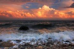 Puesta del sol tempestuosa en el mar Fotos de archivo libres de regalías