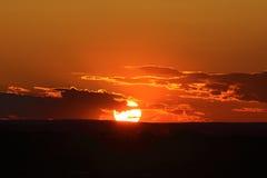 Puesta del sol - tierra de las buenas noches Fotos de archivo libres de regalías