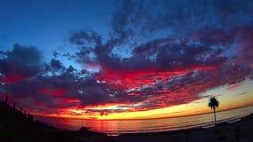 Puesta del sol TL de la playa del claro de luna de California almacen de metraje de vídeo
