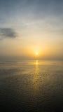 Puesta del sol tranquila con la garza Fotografía de archivo