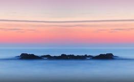 Puesta del sol tranquila soñadora del paisaje marino Imagen de archivo libre de regalías