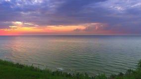 Puesta del sol tranquila sobre el mar Báltico en verano, Polonia metrajes