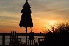 Puesta del sol a través de la bahía Fotos de archivo