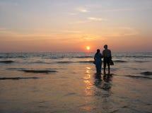 Puesta del sol tropical. Fotos de archivo libres de regalías