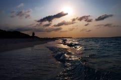 Puesta del sol tropical del centro turístico Fotografía de archivo