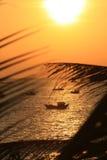 Puesta del sol tropical del centro turístico Fotografía de archivo libre de regalías