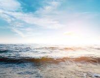 Puesta del sol tropical del océano fotografía de archivo libre de regalías