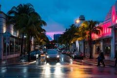 Puesta del sol urbana de la playa del sur en Miami la Florida los E.E.U.U. Fotografía de archivo