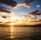 Puesta del sol del verano en el coste del mar adriático fotos de archivo libres de regalías