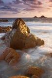 Puesta del sol vibrante Cornualles Inglaterra de la playa Imagen de archivo libre de regalías