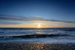 Puesta del sol viva en la playa holandesa Imágenes de archivo libres de regalías