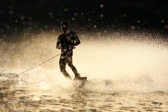 Puesta del sol Wakeboarding Fotografía de archivo libre de regalías