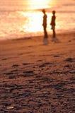 Puesta del sol y amantes Imagen de archivo