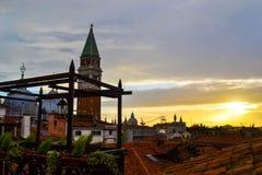 Puesta del sol y arquitectura en Europa Fotografía de archivo libre de regalías